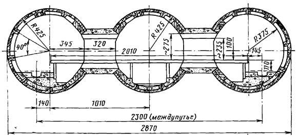Поперечное сечение трехсводчатой станции Киевского метрополитена с обделкой их железобетонных блоков и монолитного железобетона